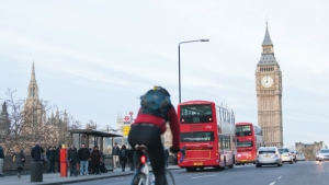 london-bus-cyclist-westminster-bridge