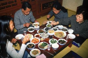etika makan di korea